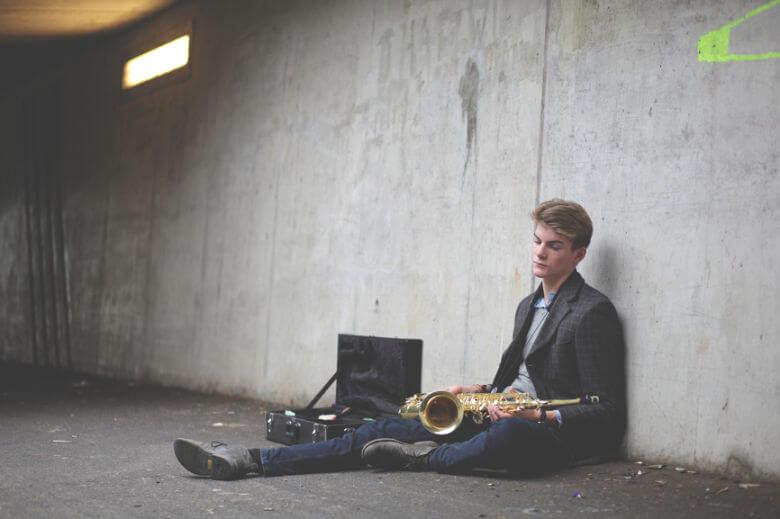 man-sitting-down-with-saxophone-780x520